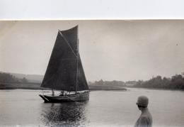 PHOTO FRANÇAISE - Un Bateau à Voile Sur L'ELORN à LANDERNEAU Pres De GUIPAVAS Finistère Bretagne  - 1926 - Lieux