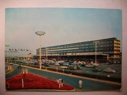 Carte Postal Aéroport De Paris-Orly -l'Aerogare Et Le Parking (Couleur Non Circulée ) - Aérodromes