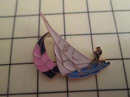 Pin511a Pin's Pins / Rare Et De Belle Qualité / SPORTS : VOILE VOILIER 470 SPI ROSE ET NOIR - Sailing, Yachting