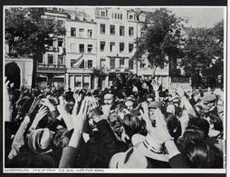 1976  --  LUXEMBOURG   AUTOUR DU GRAND DUC HERITIER JEAN LE 10 SEPT 1944   3P111 - Vieux Papiers