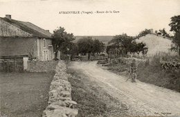 CPA - Environs De CHARMES (88) AVRAINVILLE - Aspect De La Route De La Gare Dans Les Années 20 - Autres Communes