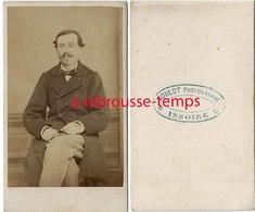 CDV 1ère époque-homme élégant- Toulot Photographe à Issoire - Anciennes (Av. 1900)