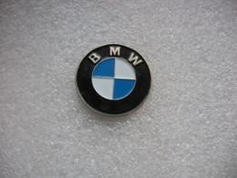 Pin's Embleme Des Automobiles Ou Motos BMW (Diametre 26mm) - BMW