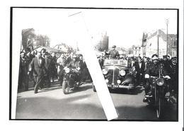COMPIEGNE. 4 REPRODUCTIONS PHOTO (FORMAT 11X17) DE LA VISITE EN 1964 (A VERIFIER) DU GENERAL DE GAULLE - Reproductions