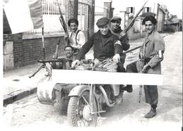 LAMORLAYE. 2 REPRODUCTIONS PHOTO (FORMAT 12X18) AOUT 1944 BATAILLE ET LIBERATION DE LAMORLAYE - Reproductions