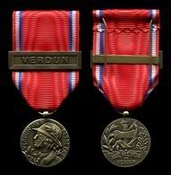 Médaille De Verdun Type René Avec Agrafe - France