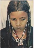 NIGER,république ,AFRIQUE,jeune Et Belle Jeune Fille Targui,TARGUI YOUNG GIRL,avec Collier Talisman, Tresses, Concentrée - Niger