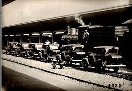 Photographie D'anciennes Voitures, Locomotive Ave Conducteur - Reproduction - Reproductions