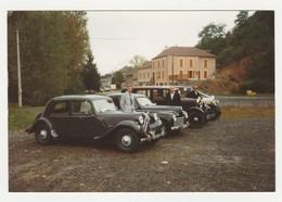 Autos Voitures Très Belle Photo Originale Citroën Traction Avec Déflecteur Peugeot 203 Et Autres Autos Anciennes - Cars