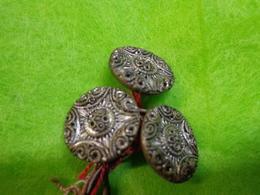 3 Boutons Ancien En Fer - Buttons
