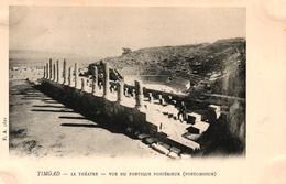 ALGERIE - TIMGAD - LE THEATRE - VUE DU PORTIQUE POSTERIEUR POSTCOENIUM - Algeria