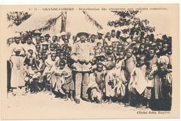 GRANDE COMORE - Distribution De Vètements Aux Enfants Comoriens - Comores