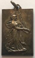 Médaille. Commune D'Etterbeek 1927. Fête D'élcairage Et D'étalages. 23 X 35 Mm - Professionnels / De Société