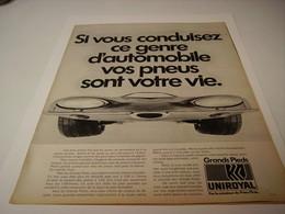 ANCIENNE PUBLICITE PNEU  UNIROYAL 1970 - Photography
