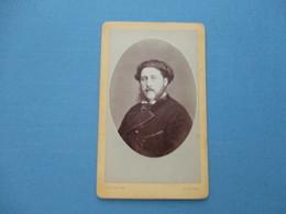 CDV HOMME MOUSTACHES  PORTRAIT   PHOTOGRAPHE ORDINAIRE DINARD - Cartes De Visite