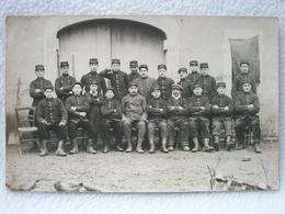Carte Postale Photo D'un Groupe De Soldats Français à PIERRELATTE Le  Janvier 1915 / 140e Régiment D'Infanterie - Autres Communes