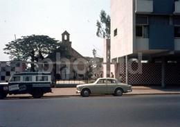 1969 LAND ROVER VOLVO 122 AMAZON MALANJE ANGOLA AFRICA AFRIQUE 18mm DIAPOSITIVE AMATEUR SLIDE Not PHOTO FOTO B2663 - Diapositives (slides)