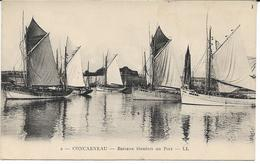 CPA -  CONCARNEAU - Bateaux Thoniers Au Port - LL - Concarneau