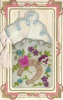 CPA FANTAISIE BRODEE TTB  Pochette + Mouchoir Brodé Fer à Cheval Ruban Fleurs Volet Intérieur Bonne Année Poème   1933 - Borduurwerk