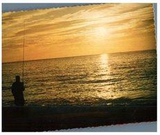 (715) Fiji Sunrise And Fisherman - Fidji