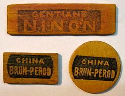 JETON . 3 JETONS . EN BOIS GENTIANE NINON CHINA BRUN-PEROD - Sonstige