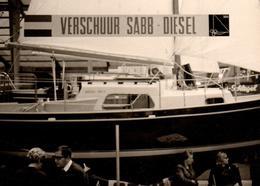 Photo Originale Voile & Voiliers - Petit Voilier En Cale Sèche Vers 1970 & Bandeau Verschuur Sabb - Diesel - Schiffe