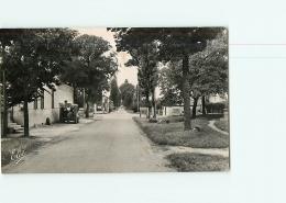 SAINT GENIS DE SAINTONGE : Carrefour, Route De St Fort. 2 Scans. Edition Chatagneau - Andere Gemeenten