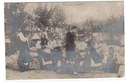 Supposé ROUMANIE - CARTE PHOTO - GROUPE DE VILLAGEOIS - Roumanie
