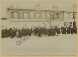 (Bretagne) Une Procession à Huelgoat . Citrate Circa 1900 . - Anciennes (Av. 1900)