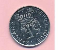 Pièce De Mommaie  - B3117 -  France - 5 Francs 1994 ( Type, Nature, Valeur, état... A Apprécier D'après Double Scan) - France