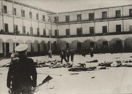 Guerre D'Espagne Siège De La Caserne De La Montana à Madrid - War, Military