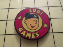 Pin812a Pin's Pins / Beau Et Rare : JEUX / LUDI GAMES JEUNE CAILLERA AVEC CASQUETTE A L'ENVERS - Games