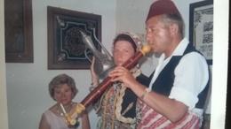 Objet Traditionnel Yougoslave à Identifier Sur 1 Photo - Lot  15 Photos Originales Molouna Kotor Sanstefan Yougoslavie - Objets