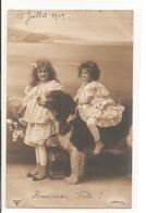 Enfants Avec Un Chien. - Portraits