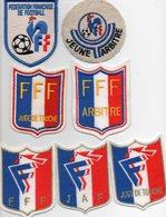 Lot De 7 Blasons D'Arbitre De La FFF - Habillement, Souvenirs & Autres