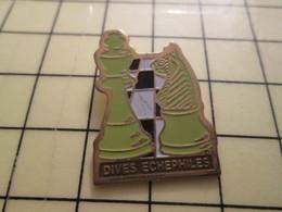Pin812a Pin's Pins / Beau Et Rare : JEUX : JEU D'ECHECS CLUB DIVES SUR MER CALVADOS - Games