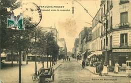 LEVALLOIS PERRET  Rue Poccard Vers Le Marché - Levallois Perret