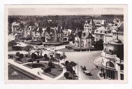 14 Cabourg N°132 Les Jardins Du Casino Et Les Villas Attelage Cheval Landau - Cabourg
