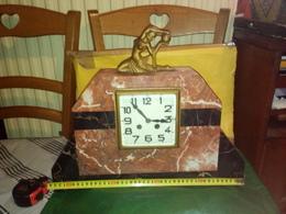SOLDE PORT OFFERT SUPERBE PARURE DE CHEMINE STATUE ART DÉCO GRANDE HORLOGE EN MARBRE 20ème L 44 CM X H 36 CM Voir Photos - Horloges