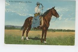 ETHNIQUES ET CULTURES - AMERIQUE - CHEVAUX - HORSE -  A Cow Girl Looking For The Herd - Amérique