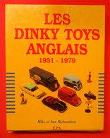 Livre En Coffret Les Dinky Toys Anglais 1931-1979 384 Pages Par Mike Et Sue Richardson Voitures Miniatures Jouets - Jouets Anciens
