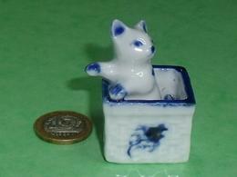 Grosse Pièce Porcelaine  : Chat  3 X 5 Cm TB8 - Animals