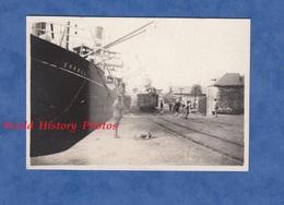 Photo Ancienne D'un Soldat Américain - SAINT NAZAIRE - Militaire Prés Du Bateau ERROLL - 1918 WW1 Paquebot Boat Wagon - Boats