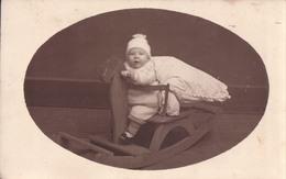Fotokaart Carte Photo Kind Kinderen Enfant In Houten Schommelpaard Cheval En Bois - Portraits