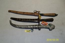LOT DE 3 POIGNARDS - Knives/Swords