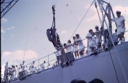 Marine Française - Croiseur De Grasse - Au Port De Tahiti En 1971 - Diapositive Couleur D'avril 1971 - Personnages