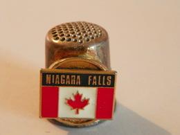 "Dé En Métal ""Niagarra Falls""Canada - Dés à Coudre"