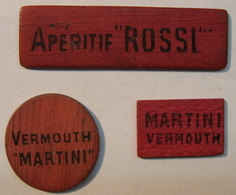JETON . 3 JETONS . EN BOIS VERMOUTH MARTINI APERITIF ROSSI ( ROUGE ) - France