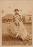 WALLIS-et-FUTUNA  - Femme WALLISIENNE En Tenue De Fête  - Voir Description - Wallis E Futuna
