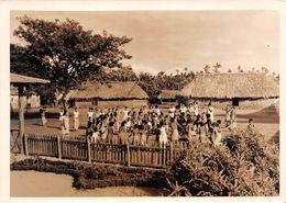 WALLIS-et-FUTUNA  -  Cliché D'Enfants Dans Une Cour D'école à WALLIS  - Voir Description - Wallis-Et-Futuna